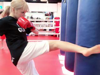 キックボクシングする紗蘭