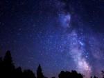 美しい夜空を再現!? 星座デザインのネイルでロマンティックな指先に!