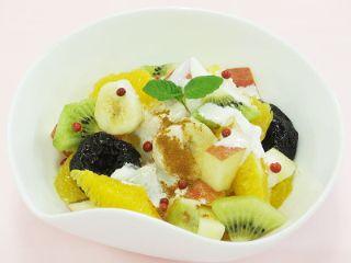 キウイとヨーグルトのフルーツサラダ