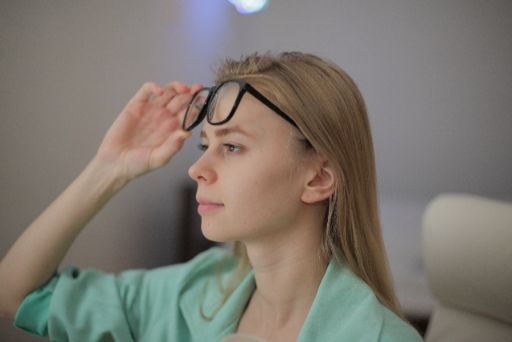 視野を変える女性