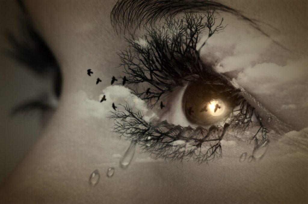 幻想的な瞳の画像