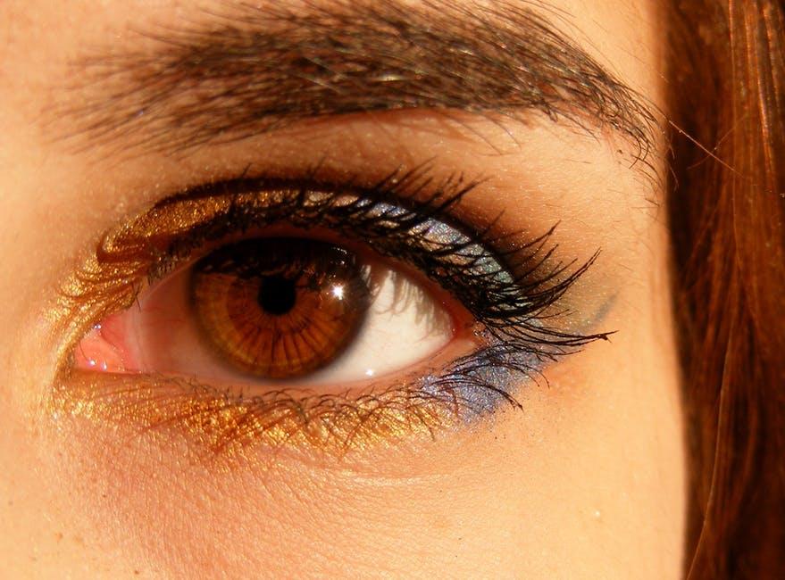 眉毛の色がブラウン