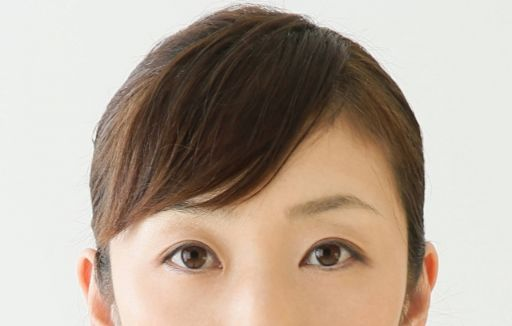 すっぴん女性の目