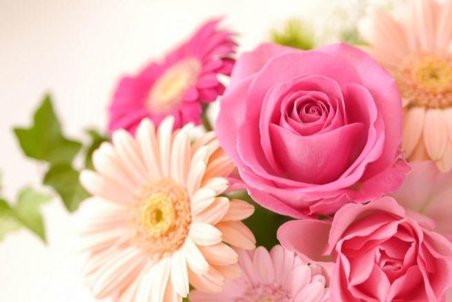 暖色のバラの花束