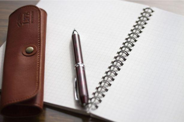ペンとペンケース