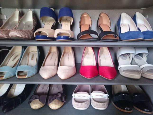 女性の靴箱