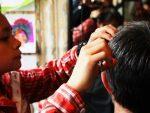 美容師、ライター、デザイナー…「タダでやって!」と友人から仕事を頼まれる専門職の人々から「勘弁してほしい」と悲鳴の声