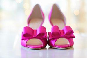 ピンクのリボンのくつ