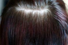 髪色(赤と黒)