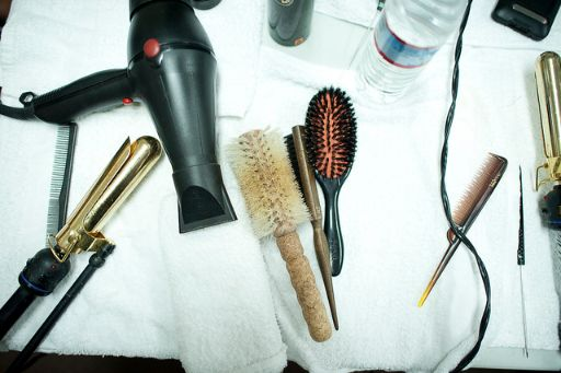 ヘアブラシやドライヤー、ヘアアイロンなどヘア道具
