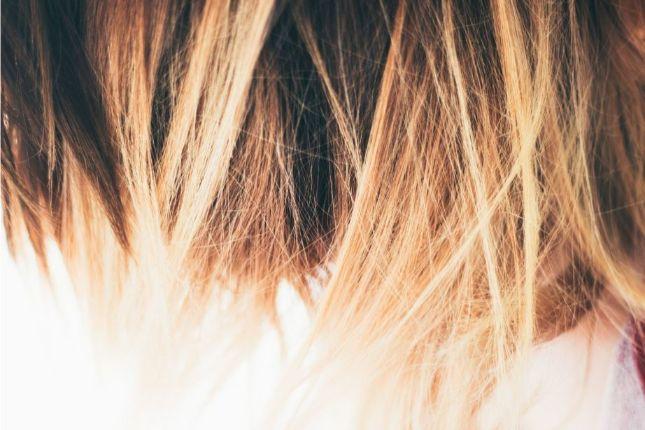 茶髪の毛先