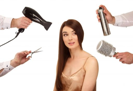 美容院道具が周りを囲む