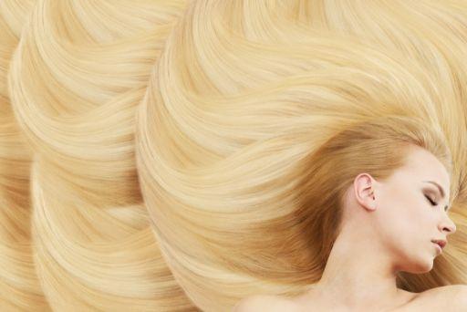 金髪の美女の髪