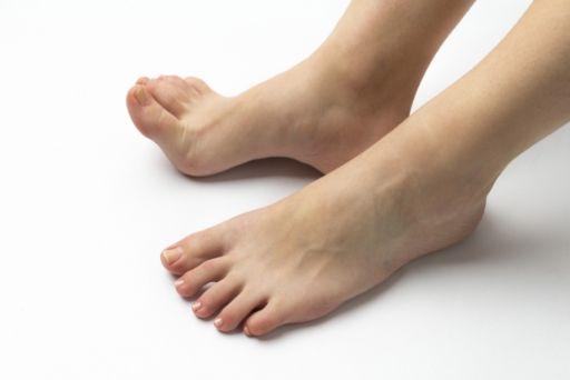 美容師の立ち仕事で起こる足の臭いの原因と解消する方法 ...