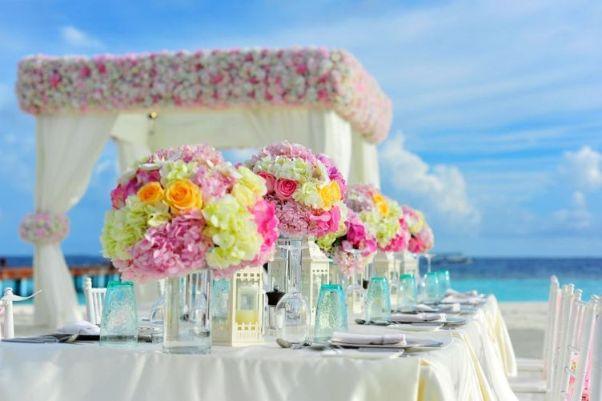 屋外での結婚式