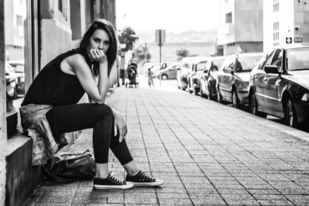 街中での撮影するモデル