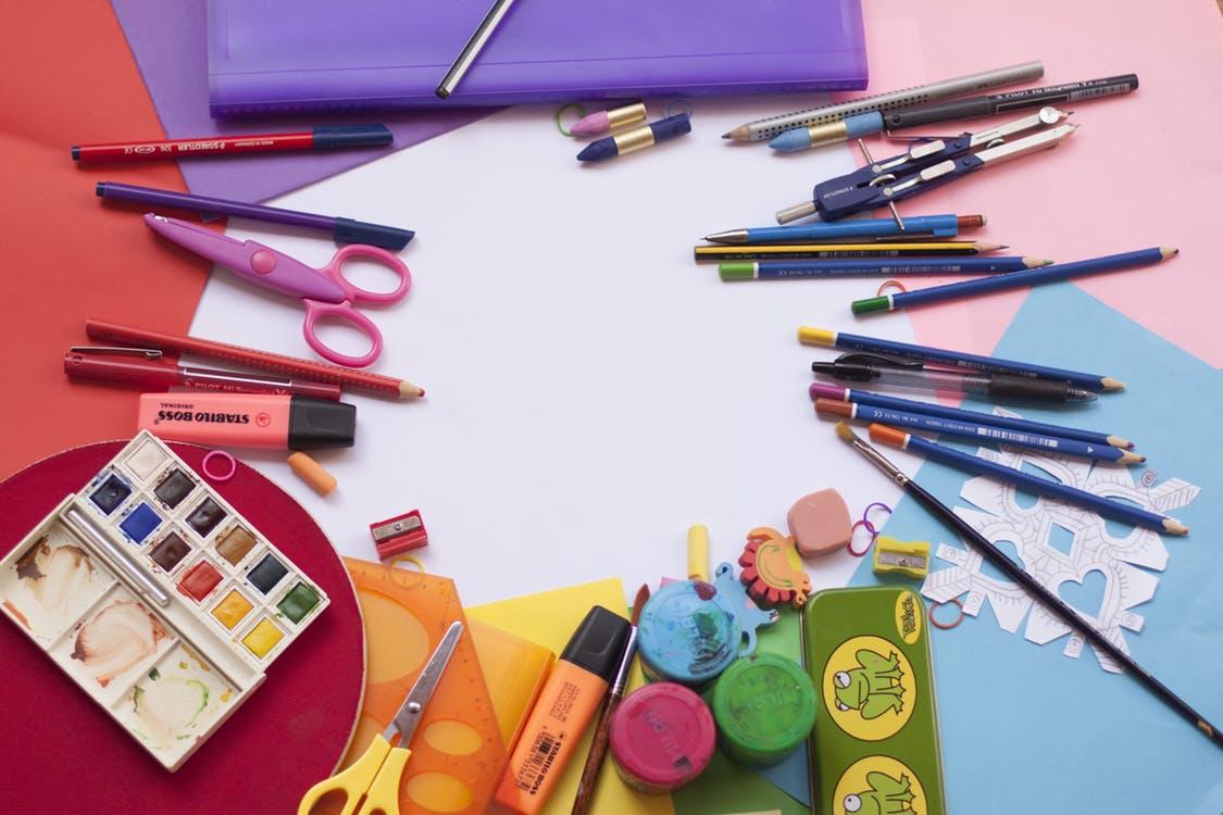 色鉛筆や絵の具