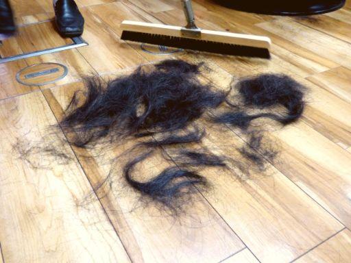 床に落ちた髪の毛