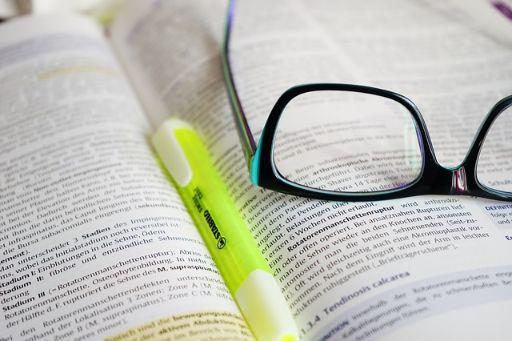 メガネとノートとペン