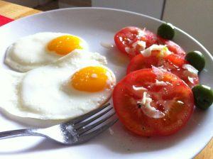 卵焼きとトマト