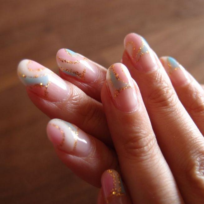 ネイルした爪