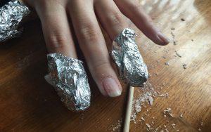 アルミホイルをまかれた爪