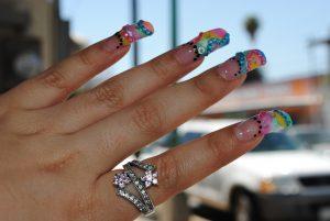デコレーションした爪