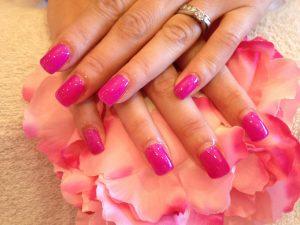 ピンクのネイル