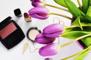 花と化粧道具
