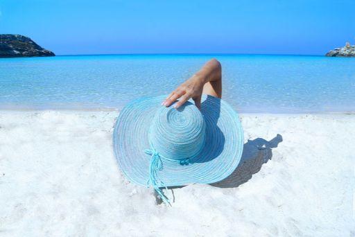 ビーチと帽子