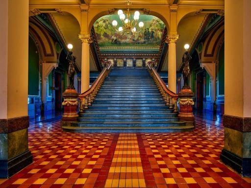 モダンな大階段