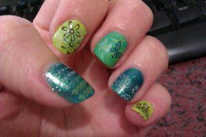 緑の葉っぱネイル