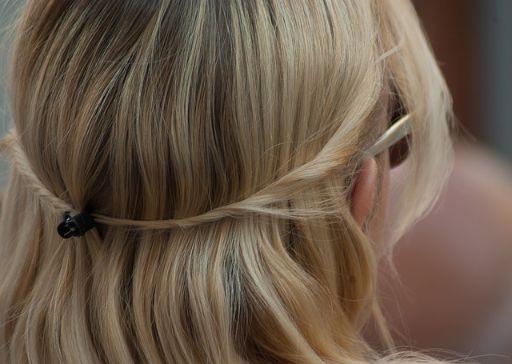 1つ結びの髪型