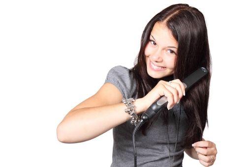 コテを使っている女性の画像
