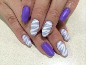 紫のゼブラネイル