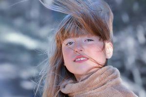 明るい髪の女の子