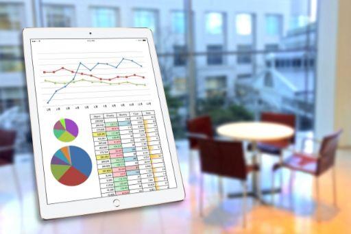 タブレットに写るグラフ