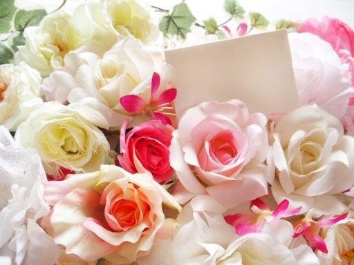 花に囲まれたメッセージ