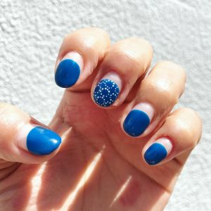 青のタンバリンネイル