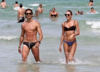ビーチの男女
